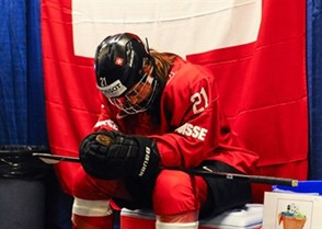 KAMLOOPS, BC - APRIL 1: Switzerland's Laura Benz #21 prepares for a game against Japan during relegation round action at the 2016 IIHF Ice Hockey Women's World Championship. (Photo by Matt Zambonin/HHOF-IIHF Images)